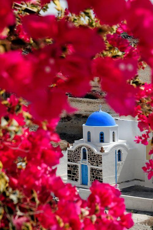 Chapel in Santorini.....geen droom al deze plekjes van de foto's heb ik gezien je vind ze op griekenland. let wel op dat je niet de Italiaanse Grieks eilanden bezoekt die hebben al deze charme niet.