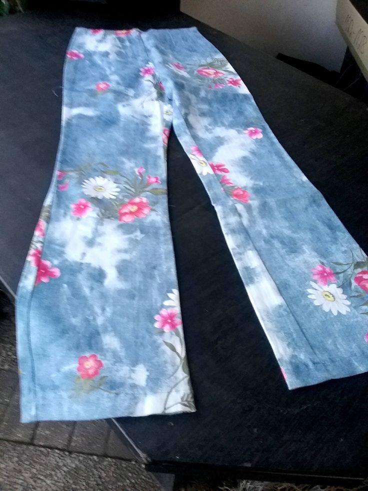 1990er Jahre, Schlaghose, Printhose, Stretchhose, Frauen, Mädchen, Girls Fashion, hellblau, bunte Blumen Maßangabe, Vintage, Varianten