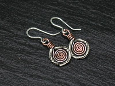 Lots of Free Jewelry Making Tutorials & Lessons: Jewelry Making Tip: Wire work coiling and FREE tutorial Wire smykker