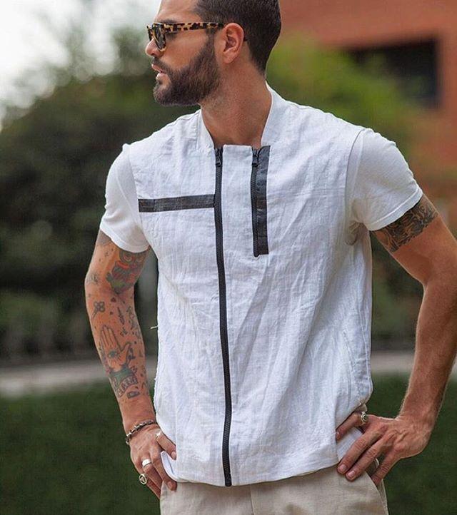 Inspiração fashion. O blogueiro @decotajra usa camisa Calvin Klein Jeans, boa pedida para final do ano.