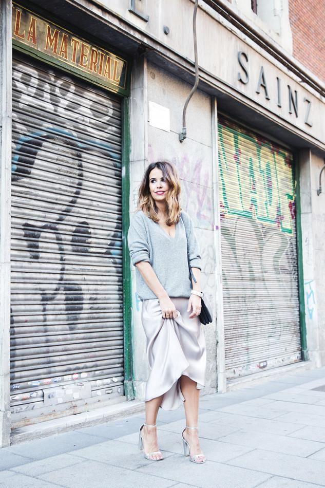 collage vintage con falda midi de satén