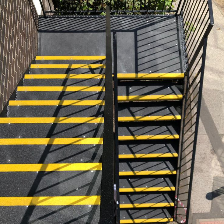 HEAVY DUTY AntiSlip Stair Treads for wet, frosty and oily