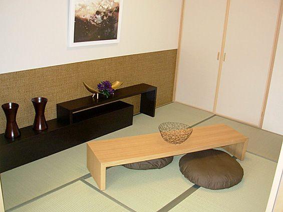 J126 座卓の宴 座卓と飾り棚をコーディネート。飾り棚にはお花を、座卓には 和菓子?