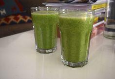 Groene Smoothies Banaan-bleekselderij smoothie Men neme (voor 2 personen): - 2 handen verse bladspinazie - 1 stengel bleekselderij - 1 peer - 1 banaan - 100 ml kokoswater - 100 ml water Alles in grove stukken en blenden maar! Aardbei-komkommer smoothie Men neme (voor 2 personen): - 1 avocado - 1 kwart komkommer met schil - 1 hand aardbeien (6-7) - 1 halve mango - 100 ml water Alles in grove stukken en blenden maar! Bosvruchten smoothie Men neme (voor 2 personen): - 1 halve avocado - 5 kleine…