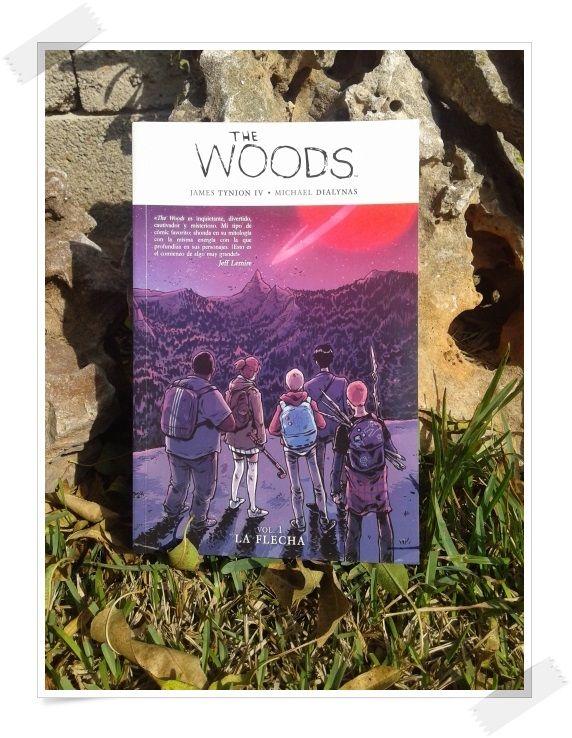 Una portada siempre merece una foto especial sólo para ella. De Anika Entre Libros. THE WOODS Vol. 1. LA FLECHA. James Tynion IV, Michael Dialynas. Medusa Comics  Si quieres saber más del libro, reseña en Anika Entre Libros: http://www.anikaentrelibros.com/the-woods-1-la-flecha
