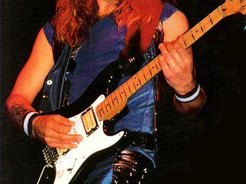 https://www.taringa.net/posts/info/10777838/La-Stratocaster-de-Dave-Murray-Iron-Maiden.html