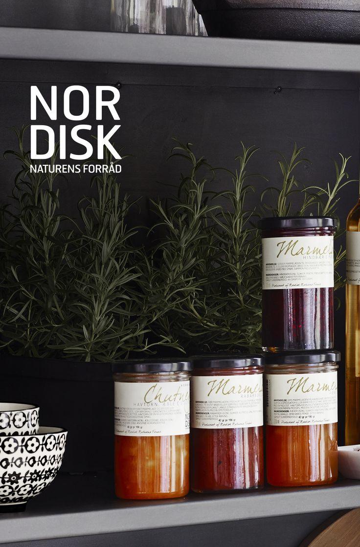 Nordisk er en ny serie i Inspiration. De skønneste marinader, olier, eddike, chutneys, sennep, pickles og marmelader. Alt er håndlavet af nordiske råvarer – og resultatet er unikke smagsoplevelser fra det nye, nordiske køkken. Kan købes i i din inspirations butik. #nordisknaturensforråd #Nordisk #smagsoplevelse #Marmelade #Nyhed #inspirationdk