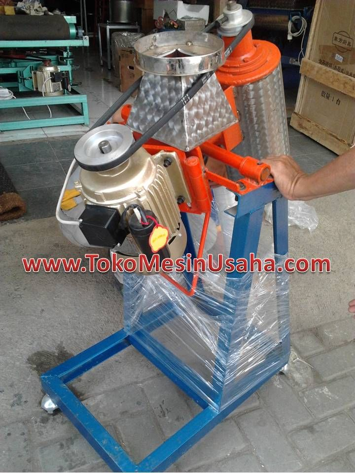 Blender Aneka Bumbu Dapaur adalah mesin blender yang digunakan untuk melumatkan aneka bumbu dapur seperti bawang merah, bawang putih, lengkuas, jahe, kemiri, lada dan aneka bumbu lainnya.      Kapasitas        : 2-5 Kg/ Proses     Daya                : 350 Watt     Bowl & Pisau  : Stainless Steel     Rangka            : Besi Siku     Dimensi          : 70 x 45 x 110 Cm     Berat               : 60 Kg