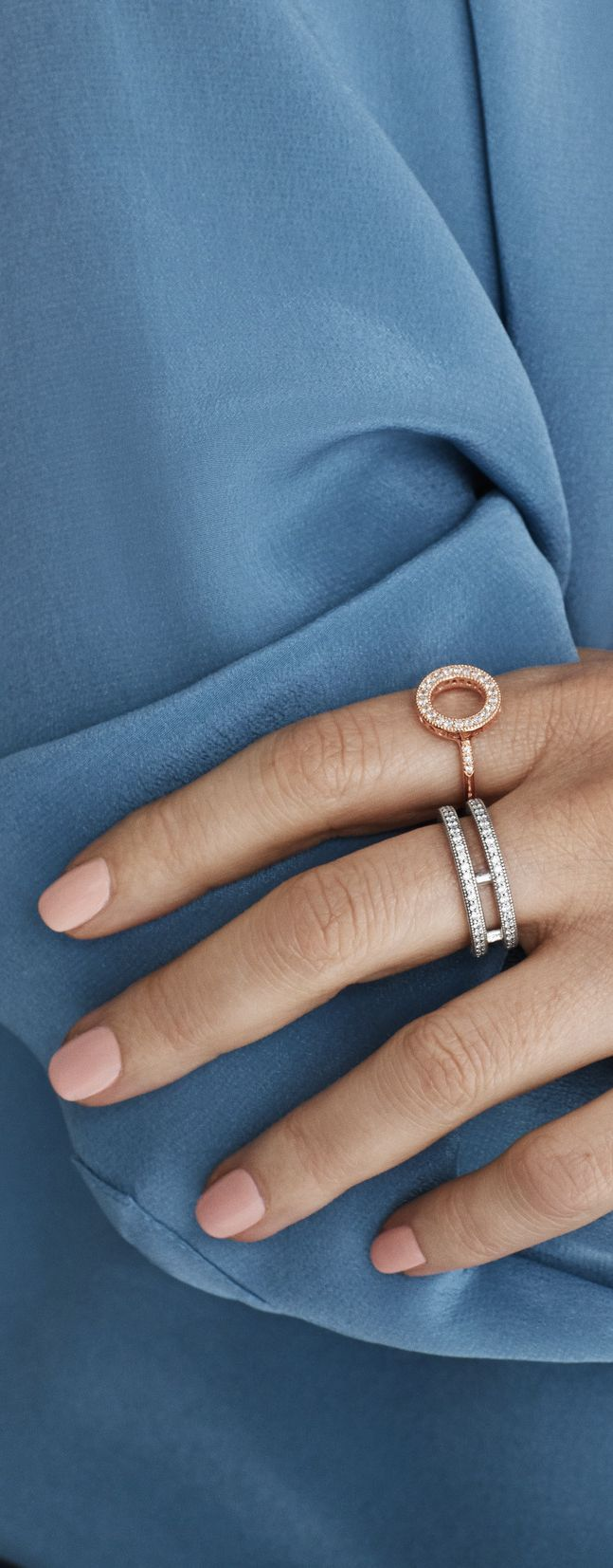 The Hearts of PANDORA sterling silver statement ring provides a modern take on stacked looks. This sterling silver statement ring doubles up the classic eternity design. Dotted with cubic zirconia, it's a lovely, glitzy ring for your finger.
