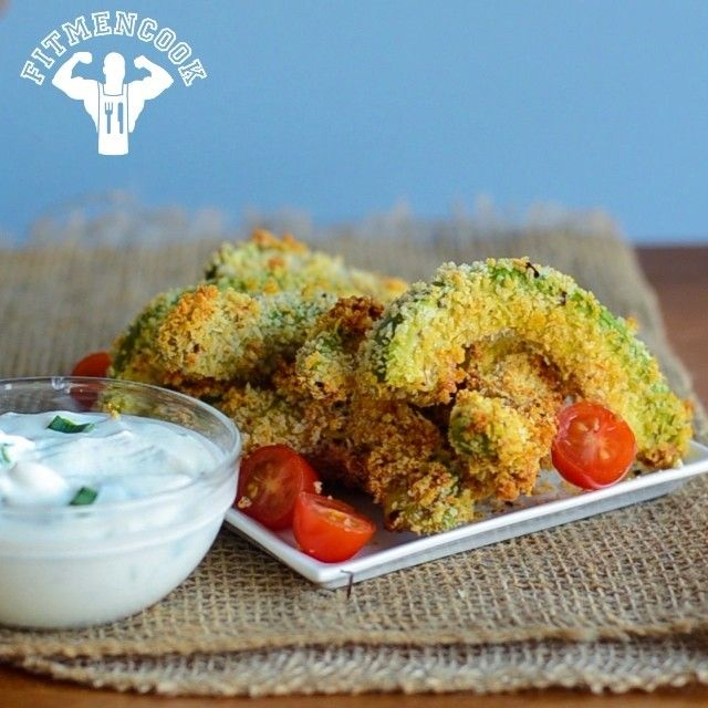 Baked avocado fries, just in time to end the 30-day #UAEvolve challenge of cooking with lower sodium. Also a good dish for this weekend's #SuperBowl party if you're tired of traditional guacamole. Boom! (traduccion abajo)  Remember that (monounsaturated & polyunsaturated) fats from nuts, seeds & avocados are good for you. They give you energy for the day & for exercise.