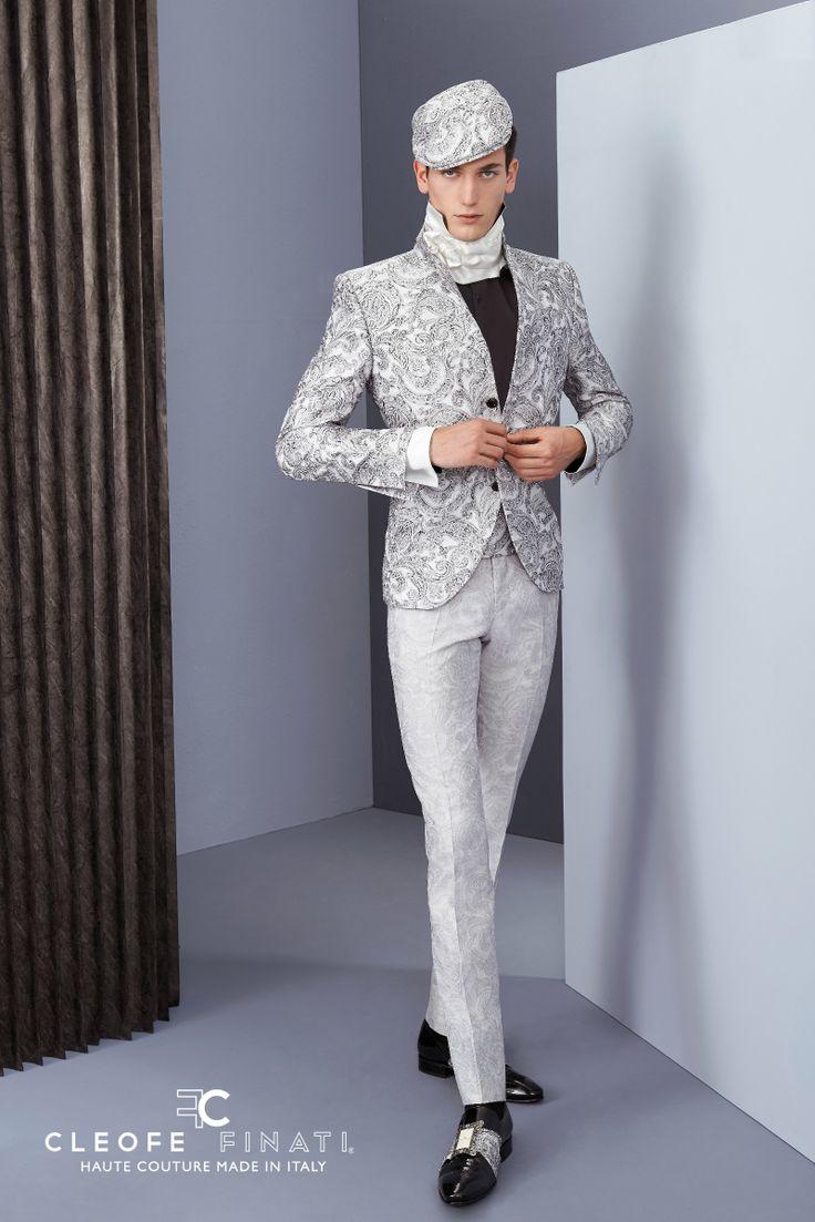Archetipo is een bruidegommodemerk afkomstig uit Italië. Deze bruidsmode kenmerkt zich door de kwaliteit en puurheid van de collectie. Het collectiebeeld is te herkennen aan de prachtige belijningen, welke afgestemd zijn op de verfijnde weefsels. Prachtige details worden met de hand op deze kostuumlijn opgezet. De stoffen waar de kostuums van gemaakt worden zijn 100% natuurlijk en afkomstig van de beste Italiaanse bedrijven die zijde, katoen en wol bewerkstelligen.