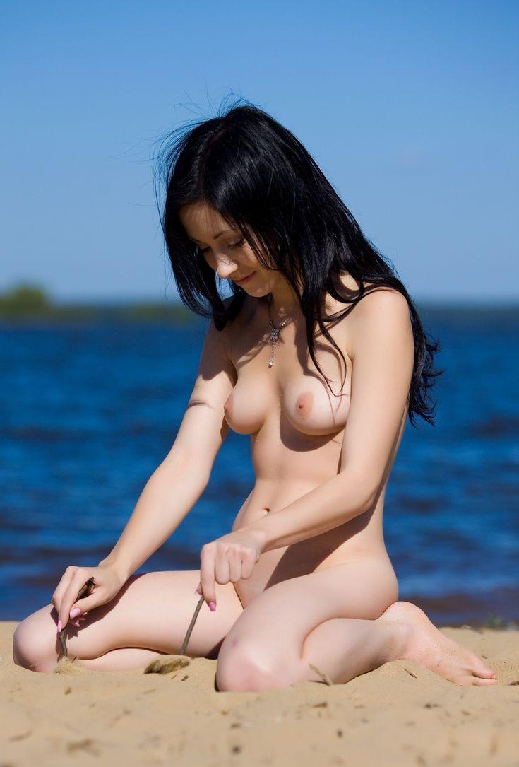 Очень голая милая брюнетка судите оффтоп