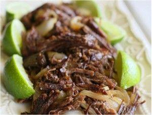 Kubanisches Shredded Beef ist eine Spezialität aus Rinder-Halsgrat. Die lange Kochzeit lohnt sich allemal. Zum Kubanisches Shredded Beef gehören Limetten...