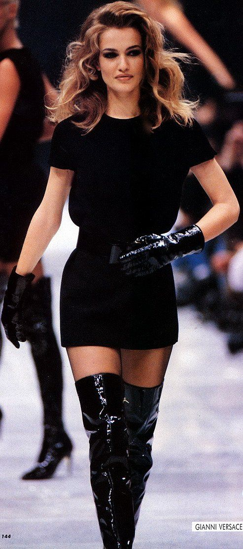 Karen Mulder: Gianni Versace, 1991                                                                                                                                                                                 Plus