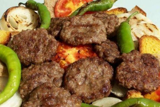 Eğer Kıbrıslıysanız ya da yolunuz bir süreliğine Kıbrıs'a düşmüşse kendininizi mümkün olduğunca şanslı hissedebilirsiniz. Çünkü Kıbrıs yemekleri.