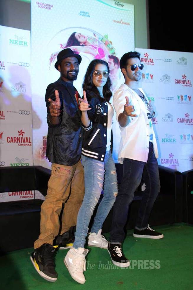 'ABCD 2' couple Varun Dhawan, Shraddha Kapoor dance along with Indore. #Bollywood #Fashion #Style #Handsome #Beauty