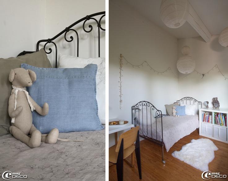 sur un vieux lit en fer forg chin housse de couette et coussin marcelise bureau kilo et. Black Bedroom Furniture Sets. Home Design Ideas