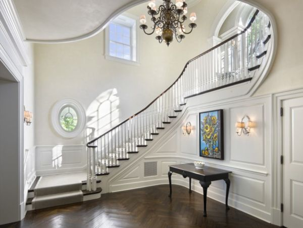The foyer stair hall entrance hall of the beautiful for Foyer staircase decorating ideas