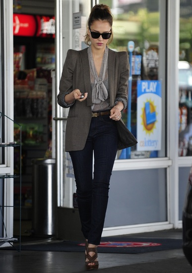 She paired a dotted tie-front blouse with an oversized blazer, high-waist J Brand skinny jeans, studded brown sandals, and retro Ray-Bans.: Nice Outfit, Chic Outfits, Outfit Inspiration, Fashion Style Work Career, Jessica Alba, Work Outfit, Hair, Business Casual, Alba Stylee