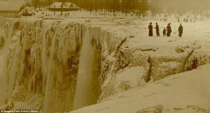 One of the earliest images showing a frozen Niagara Falls, in sepia tones, is thought to be from 1911 or 1912, though skeptics have questioned its authenticity because its photographer is unknown