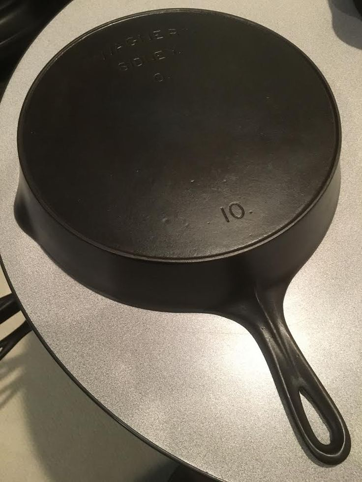 Wagner Sidney -0-  No 10 skillet.  Nice pan to cook with.
