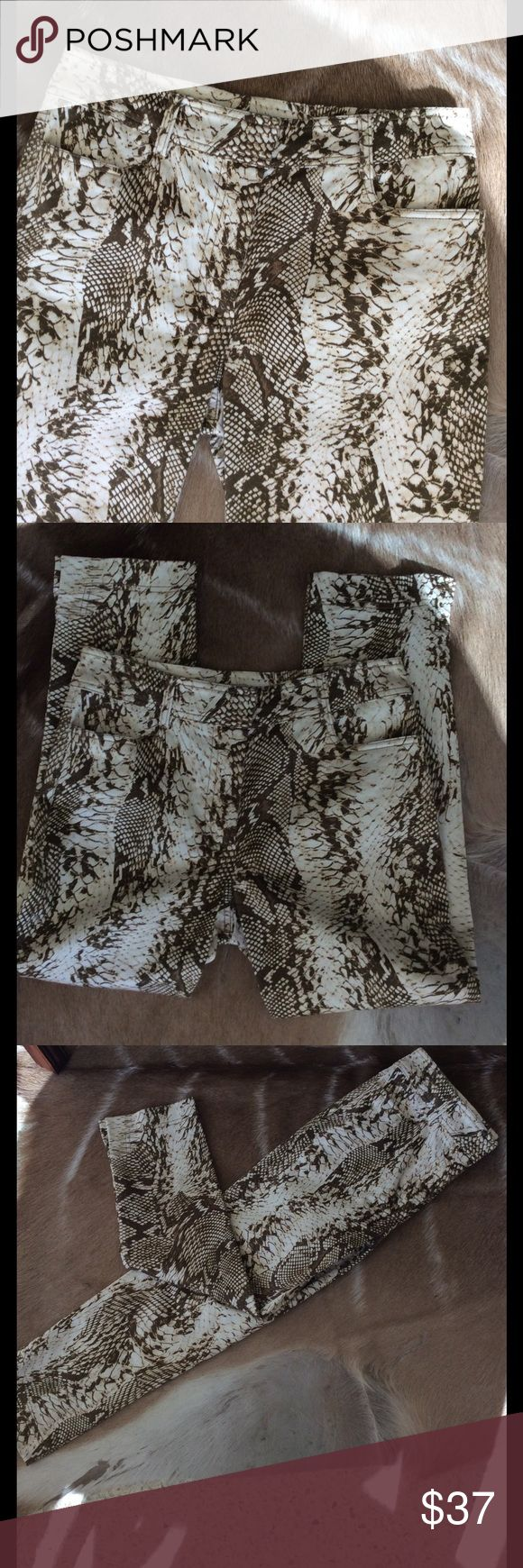 CACHE PYTHON PRINT JEANS Darling Python Print Cropped Jeans. NWOT!💐 Cache Pants Ankle & Cropped
