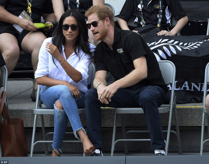 An onlooker explained that Harry had been explaining the rule of Invictus wheelchair tennis to his actress girlfriend