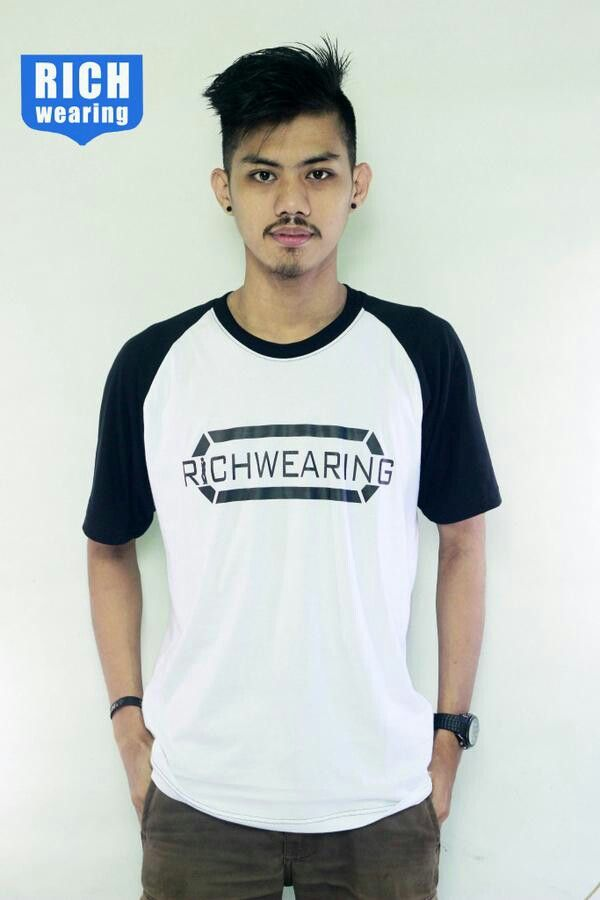 Raglan white black rich wearing
