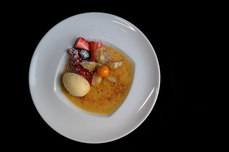 Crème Brulée: Tonka Bohne, Campari-Orangen-Sorbet