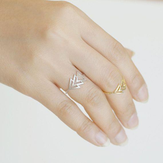 Minimalistic Arrow Triforce Ring 18k Gold Silver by MinimalMeow