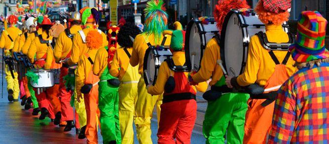 ¿Organizando cómo será la gran fiesta valenciana? No olvides preparar un fiesta temática en tu Falla para celebrar una noche inolvidable con tu amigos. ;)