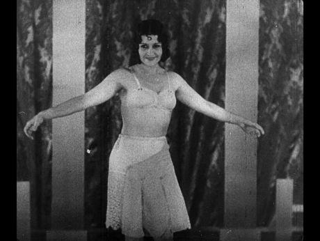 Hawana, girls ana lingerie [video] | Repozytorium Cyfrowe Filmoteki Narodowej #retro #fashion #lingerie #girls