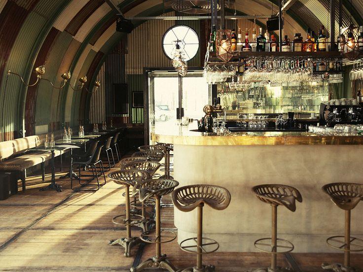 Tropical meets industrial in Hangar Amsterdam, een nieuwe restaurant hotspot in Amsterdam Noord. Ontdek deze en meer hotspots in de Amsterdam City Guide>>