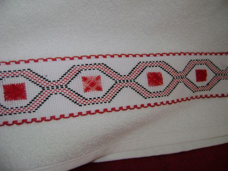 Tienen acá la tercera de las toallitas faciales del juego rojo-negro,
