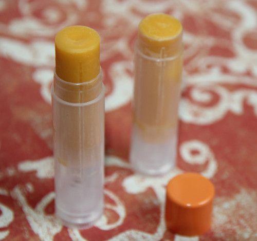 STICK MOUSTIQUES RECETTE Pour 3 sticks. A FAIRE FONDRE 1 g cire carnauba (dureté du stick) 4.5 g acide stéarique (dureté, crémeux au stick) 0.5 g ceralan (glisse au stick) 1 g huile neem (insectifuge, antibactérienne, antifongique, odeur spéciale) 2 g...