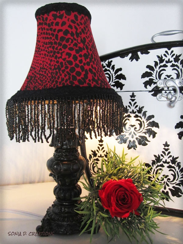 Petite lampe d'ambiance RATTLESNAKE. $30,00, via Etsy.
