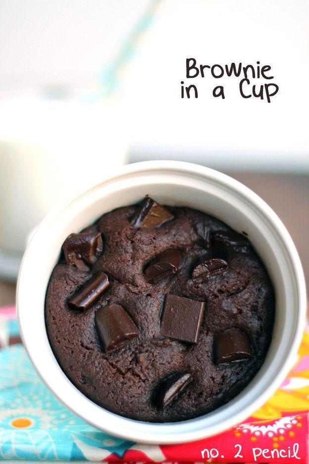 Brownie de microondas en una taza | 22 Postres que puedes hacer en 5 minutos
