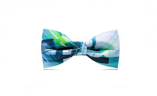 Mucha i poszetka marthu NAWER   tkanina: bawełna 100% kolor: wielokolorowy, szary, zielony obwód : regulacja 34cm - 44cm wymiary : 11,5cm x 6cm opakowanie : eleganckie pudełko producent : marthu  Do muchy dołączamy poszetkę, która świetnie uzupełnia męską stylizację.   LIMITOW...