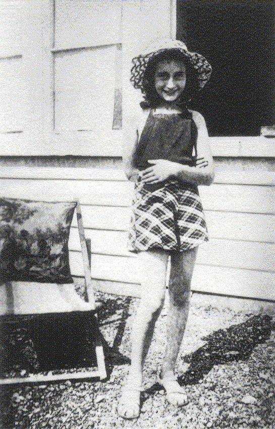 From Wie was Anne Frank?: Dear Anne, Families Home, Happier Time, Ana Frank, Frank Families, Anne Frank, Annefrank, Inspiration Girls, Remember Anne