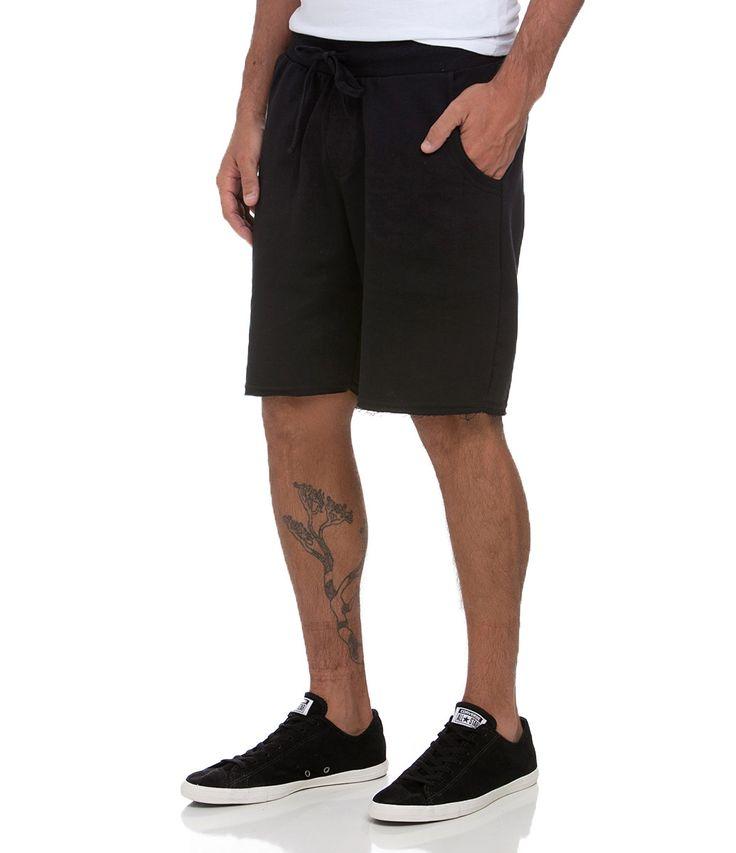 Bermuda masculina       Modelo Passeio      Marca: Blue Steel       Tecido :  moletom      Composição: 100% algodão       Modelo veste tamanho: 42           COLEÇÃO VERÃO 2015         Veja outras opções de    bermudas masculinas.