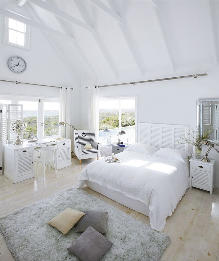Pureté et douceur pour cette chambre en bord de mer #airmarin