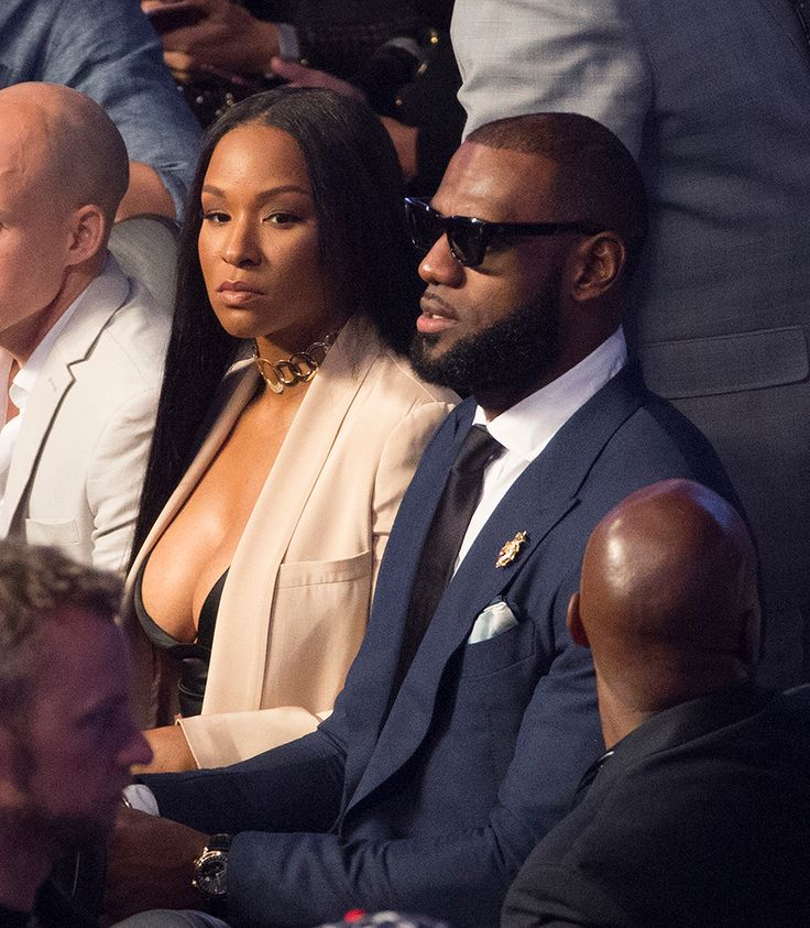 Black #Cosmopolitan Lebron James WIFE Savannah Unveiled Her BRAND NEW BODY!! (PICS)   #Boxing, #FloydMayweatherJr, #Lebrón, #LEBRONJAMES         August 28, 2017: LeBron James and his wife Savannah Brinson sat ringside with Sean Puffy Combs and Cassie at the Mayweather-McGregor fight. Looks like Savannah got some new body parts. Here is what she looked like BEFORE and NOW. LeBron and Savannah got married in 2013, though she's been...   Read more on BlackCosmopolitan A