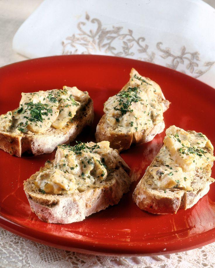Il baccalà alla vicentina si accompagna di solito con polenta bianca, più morbida della gialla. Scopri mossa dopo mossa la ricetta di Sale&Pepe.