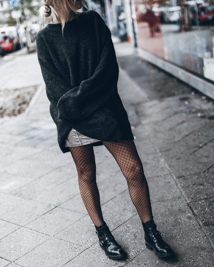 ¡El frío no siempre significa cubrirnos de pies a cabeza! Para que vayamos más allá del mood de estar en botas, jeans y sweaters compartimos algunas ideas para vestirse sin dejar de perder ese toque sexy que nos dan prendas un poco mas veraniegas como shorts o faldas. ¿Cuál es la solución para seguir usándolas? Recurrir al mix con prendas más abrigadas pero también jugar con las pantys. ¡Mirá todos los estilos que podés lograr! Las claves  Para seguir viéndote invernal  Combinalas con un…