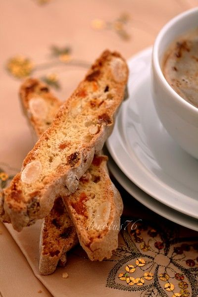 Biscotti with almonds and apricot recipe