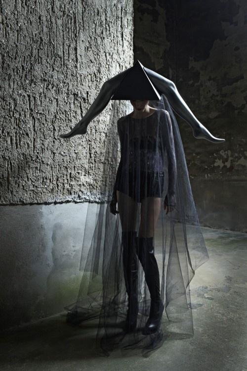 http://hautemacabre.com/2011/12/gigers-goddess/