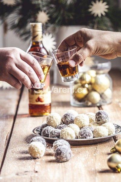 Sváteční recept na jemné mandlovo - čokoládové kuličky.