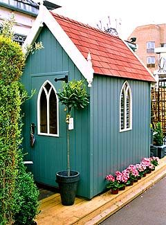 Love this garden shed~♥