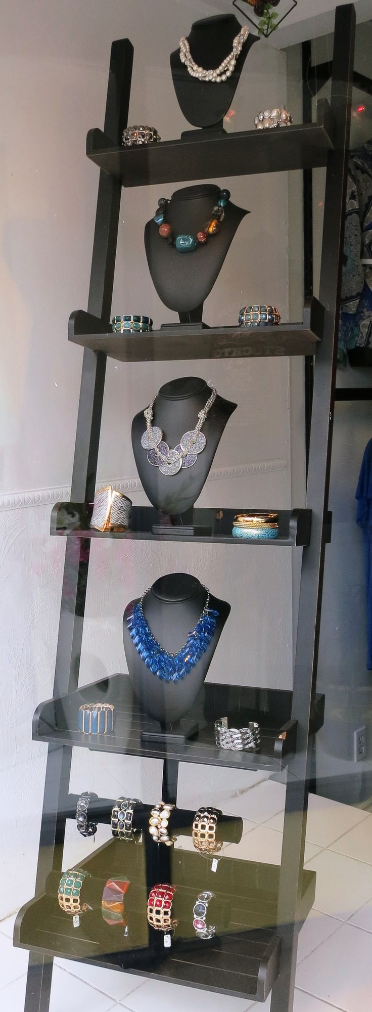 Window display ideas for jewelry   best the dream images on pinterest  glass display cabinets
