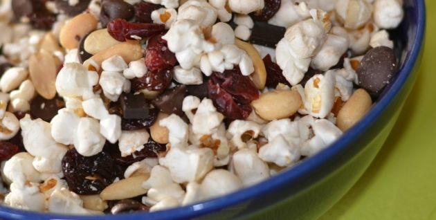 Skinny Points Recipes  » POPCORN TRAIL MIX
